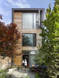 Construído pelo LGA Architectural Partners na Toronto, Canada na data 2013. Imagens do Ben Rahn/A-Frame. Após viverduranteanos em uma casa de estilo eduardiano no extremo oeste de Toronto, acliente decidiu que era hora ...