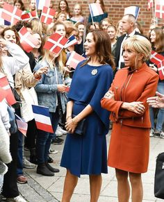 """29/08-2018 On the second and last day of state visit of French President and his wife to Denmark, Crown Prince Frederik and Crown Princess Mary visited Rysensteen Gymnasium and received information about the school's """"Global Citizenship Program"""" during the visit. Then, the Crown Princess and Mrs. Macron took part in a walking tour to the school's classrooms on Flæsketorvet and observed a lesson period. Afterwards, Crown Princess Mary, the President and First Lady visited the Glyptotek Princesa Mary, Prince Frederick, Queen Margrethe Ii, Danish Royalty, Mary Elizabeth, Crown Princess Mary, My Photos, Cold Shoulder Dress, Royals"""