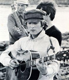 The Beatles featuring Paul McCartney George Harrison John Lennon and Ringo Starr Beatles Love, John Lennon Beatles, Beatles Photos, Julian Lennon, The Beatles Help, Beatles Guitar, Guitar Diy, Rock N Roll, The Beatles