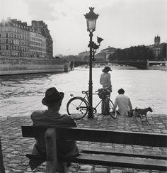 Paris 1970 Photo: Elliott Erwitt