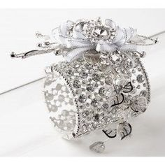 http://www.goedkoop-bloemschikken.nl/11977-thickbox/corsage-polscorsage-stylin-zilver-8cm-breed.jpg