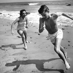 """Elizabeth Taylor playfully chases Roddy McDowall on the beach in Malibu. From the book """"Liz: The Pictorial Biography of Elizabeth Taylor. Elizabeth Taylor, Classic Hollywood, Old Hollywood, Summer Family Pictures, Shoulder Tattoos For Women, Family Picture Outfits, Paris Match, Beach Poses, Photoshop Elements"""