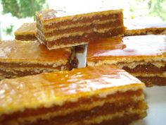 Prajitura cu foi napolitana si crema caramel Romanian Desserts, Romanian Food, Sweets Recipes, Cake Recipes, Cooking Recipes, Creme Caramel, Mini Cheesecakes, Pastry Cake, Cakes And More