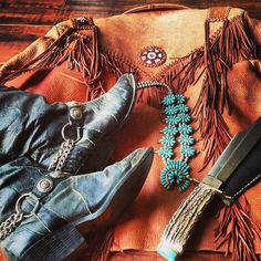 Here's the perfect Southwestern outfit for another day out on the ranch.