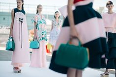 Backstage at Delpozo, Spring/Summer 2016 | New York City Found on https://le21eme.com/backstage-at-delpozo-springsummer-2016-new-york-city-38/
