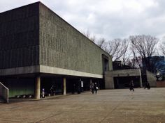 The National Museum of Western Art (Kokuritsu Seiyo Bijutsukan) has a respectable, though rather indifferently displayed, permanent collection. It frequently hosts special exhibits (admission varies) on loan from other museums of international repute.