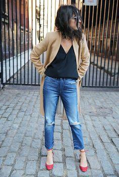 Easy Outfit: Black V-Neck, Jeans, Light Camel Colored Coat, Red Heels
