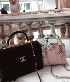 Image shared by 🤍. Find images and videos about chanel, purse and high fashion on We Heart It - the app to get lost in what you love. Chanel Handbags, Fashion Handbags, Purses And Handbags, Fashion Bags, Luxury Purses, Luxury Bags, Luxury Handbags, Dior, Cute Purses