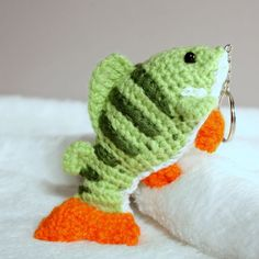 New Crochet Keychain Fish Amigurumi Ideas Crochet Gifts, Cute Crochet, Crochet Dolls, Crochet Baby, Knit Crochet, Kawaii Crochet, Crochet Fish Patterns, Amigurumi Patterns, Mobile Marin