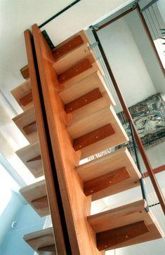 Galerie - Escalier Sarrasin U Shaped Stairs, Stairs Stringer, Escalier Design, Stair Railing Design, Exterior Stairs, Curved Staircase, Scrap Wood Projects, Floating Stairs, Wooden Stairs