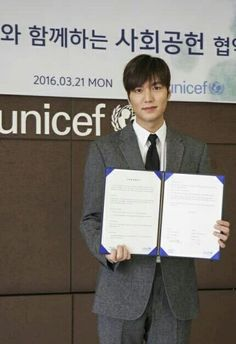 Donated 50 million won....to UNICEF through the promiz of UN