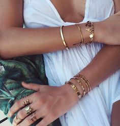 Our fashion inspiration, perfect to pair up with our #minimalistjewelry #minimalistjewellery #minimalist #jewellery #jewelry #jewelleries #jewelries #minimalistaccessories #bangles #bracelets #rings #necklace #earrings #womensaccessories #accessories