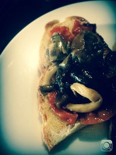 Pickles de Cogumelos e tomate cheri confit