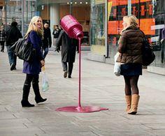 Escultura que pusieron en las calles de Londres para promocionar un esmalte!