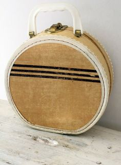 White American Tourister Round Suitcase | Vintage clothes and ...