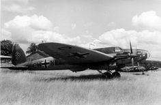 Bundesarchiv_Bild_101I-401-0244-27,_Flugzeug_Heinkel_He_111