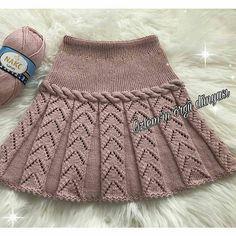 Baby Dress Girl Skirts Ideas For 2019 Knitting Baby Girl, Knitting For Kids, Crochet Baby, Baby Skirt, Black Crochet Dress, Easy Knitting Patterns, Diy Dress, Baby Sweaters, Toddler Dress