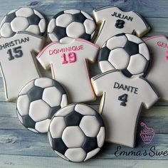 Soccer cookies by Emma's Sweets Fancy Cookies, Iced Cookies, Cute Cookies, Royal Icing Cookies, Cupcake Cookies, Sugar Cookies, Soccer Treats, Soccer Cookies, Soccer Cupcakes