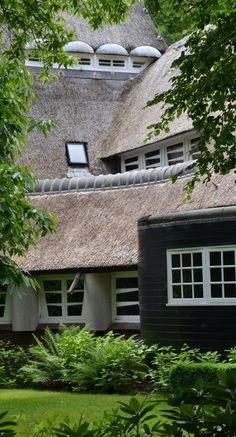 Villa Gaudeamus, Bilthoven   Wendingen ~ Platform voor de Amsterdamse School Green Architecture, Classical Architecture, Architecture Design, Art Deco, Art Nouveau, Amsterdam School, Dutch House, Holland Netherlands, Constructivism
