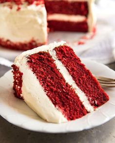 Here it is!! My Red Velvet Cake 👻👻 Learn my simple little tips to make this gorgeously tender, silky, moist and buttery, JUST LIKE WHAT YOU GET FROM POSH BAKERIES!!👌🏻 . No false promises here, this is a recipe I've tested and perfected! I've made this FIVE TIMES in the last week!!😍😍 . Little clickable link in my bio will whizz you straight over to the recipe! N xx❤️❤️