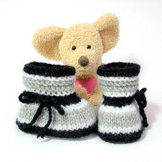 Chaussons bébé tricotés en gris,bleu marine et blanc 0 à 3 mois Tricotmuse : Mode Bébé par tricotmuse
