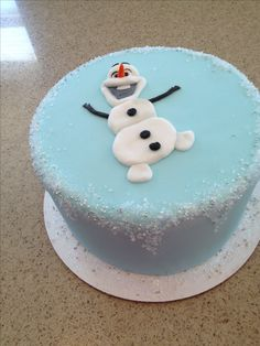 Olaf cake, Frozen cake. Love the edge on this