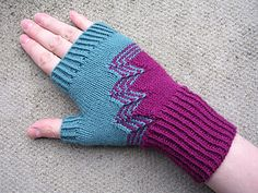 Knit yourself a pair of elegant mitts with an art-deco feel!