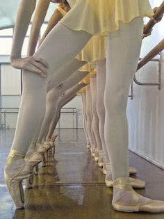 Get a detailed dancer's guide about when a dancer can get into ballet toe shoes (pointe shoes). How should your ballet teacher decide? Dance Like No One Is Watching, Just Dance, Dance Photos, Dance Pictures, Ballet Beautiful, Beautiful Love, Gorgeous Feet, Beautiful Moments, Ballet Dancers