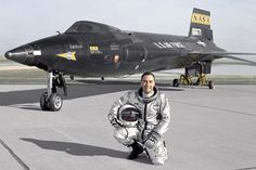 Pete Knight poses with the rebuilt X-15A-2. (NASA) 🟠🟠🟠 📸Photo Credits: Unknown ##If anybody knows about owner of the picture, please let us know to credit him/her## Military Jets, Military Aircraft, Photo Avion, Rocket Engine, Experimental Aircraft, Us Air Force, Jet Plane, Fighter Jets, Fighter Pilot