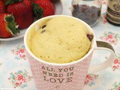 Mug cake vainilla Cupcake Mug, Lemon And Coconut Cake, Hazelnut Butter, Roasted Almonds, Almond Cakes, Lemon Recipes, Cake Tins, Savoury Cake, Mini Cakes