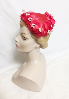 Vintage Red and Fuchsia Straw Cloth Half Hat with White Vintage Hats, Vintage Ladies, Retro Vintage, Toddler Summer Dresses, Macrame Owl, Retro Baby, Vintage Velvet, Haberdashery, Vintage Handbags