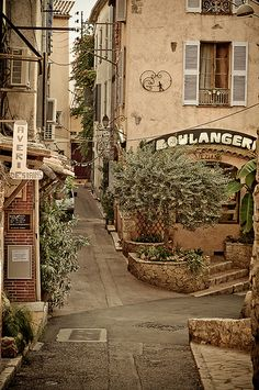 boulangerie || I'm wishful to have my own little bakery someday, along side my Rosey Tea Room X lynne || in Antibes, France