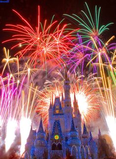 Oh, how I love the fireworks display at Disney World.  This totally makes my heart sing!  <3