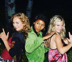 Amy with Ashley, and Soraya Heartland Quotes, Heartland Ranch, Heartland Tv Show, Heartland Seasons, Ty And Amy, Amber Marshall, Marshall Lee, Celebs, Celebrities
