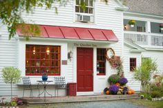 The Quechee Inn At Marshland Farm was built in 1793, the best place for destination weddings in Vermont! Located at 1119 Quechee Main Street P.O. Box 747 Quechee, VT 05059, Phone: 802-295-3133, historic red barns, and more combined with excellent service from the staff and full service catering for up to 250 guests will make your special day unforgettable! Visit http://www.quecheeinn.com for more information.