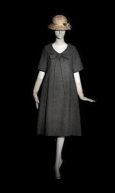 "1958 Yves Saint Laurent for Dior ""Trapeze"" dress Vintage Outfits, Vintage Dresses, Vintage Fashion, Modest Fashion, Fashion Dresses, Fashion Clothes, Cristian Dior, Fashion Tips For Girls, Ferrat"