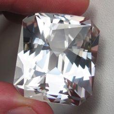 ŠPERKOVÉ KAMENY | Šperkové kameny, broušení a prodej drahých kamenů
