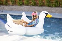 lounge in style... I want the floaty!