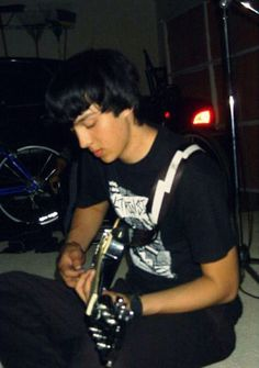 Awwhh it's da fetus Tony Perry! Fetus Pierce the Veil is beautiful XD Emo Bands, Music Bands, Rock Bands, Tony Perry, Marriage Material, I Hate People, Of Mice And Men, A Day To Remember, Black Veil