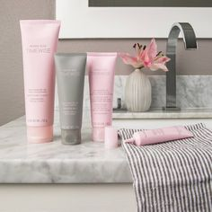 Shop the NEW TimeWise Miracle Set Skin Care regimen from Mary Kay, and learn all about the science behind these breakthrough products. Mary Kay Ash, Mary Kay Canada, Mary Kay Party, Mary Kay Cosmetics, Mary Kay Malaysia, Timewise Miracle Set, Imagenes Mary Kay, Mary Kay Brasil, Beauty Consultant