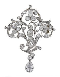 A BELLE EPOQUE DIAMOND, GOLD AND PLATINUM BROOCH, circa 1900