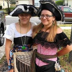 #celticfestival @pete_vanderhart  My #pirate ladies are ready for the #parade at the #celticfestival in #downtown #StAugustine #florida today! #shenanigans #swashbucklers #piratelife #nodaggerjustswagger #peacefulpirates #igrsstaugustine #igrsstaug @staugustinebuzz #jacksonville #travel #selfie