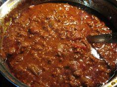 Paleo Chili. Ingredients: Beef, onions, bell pepper, garlic and garlic powder, chopped tomatoes, tomato sauce, coffee, chicken, chili powder, cumin, oregano, onion powder, pumpkin pie seasoning, sea salt, pepper, coconut oil
