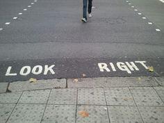 親切な横断歩道@ロンドン/LOOK RIGHT !!