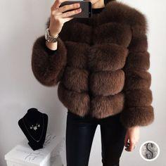 Купить товарЖенская Зимняя Куртка Вся Кожа Кожа Натуральный Мех Лисицы Пальто 2016 Женский Роскошный Природный Новый Натурального Меха Жилеты C11 в категории Мех натуральный и искусственныйна AliExpress.                   Women's Winter Jacket Whole Skin Leather Real Fur Fur Fox Coats 2016 Female Luxury Natural  New Genuin