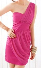 This pink dress has such an amazing cut:)