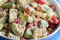 Creamy Bacon Tomato and Avocado Pasta Salad. you change it up to be a little more healthy: Whole wheat pasta and a lite mayo, plus turkey bacon.no bacon Healthy Recipes, Great Recipes, Cooking Recipes, Favorite Recipes, Snack Recipes, Yummy Recipes, Recipies, Cooking Bacon, Popular Recipes