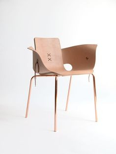 The Shoemaker Chair, a minimalist design by Martín Azúa, embodies various elements of shoe construction, including its laces, leather material. Industrial Furniture, Wooden Furniture, Industrial Design, Living Room Furniture, Furniture Design, Sofa Chair, Contemporary Furniture, Unusual Furniture, Chair Design