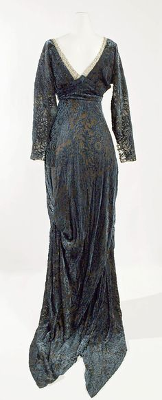 rear view 1910-14 Evening dress w/ forked tongue train by Jeanne Hallée (French) silk w/ glass bead