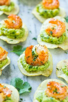 This recipe for Mexican shrimp bites is seared shrimp and guacamole layered onto individual potato chips. A super easy appetizer that's perfect for entertaining! (tequila drinks for a crowd) Shrimp Appetizers, Appetizer Recipes, Appetizer Ideas, Easy Bite Size Appetizers, Mexican Appetizers Easy, Individual Appetizers, Shrimp Potato Recipe, Shrimp Recipes, Gluten Free Puff Pastry